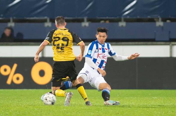 Văn Hậu ra sân lần đầu và ăn mừng chiến thắng với Heerenveen - Ảnh 1.