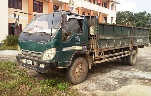 Tạm giữ xe tải nghi cán chết người rồi bỏ chạy - Ảnh 1.
