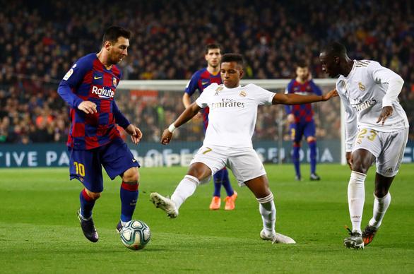 Barcelona và Real Madrid bất phân thắng bại trong trận 'siêu kinh điển' - Ảnh 1.