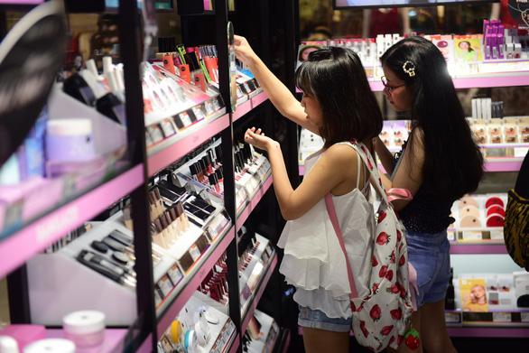Việt Nam nhập khẩu mỹ phẩm nhiều nhất từ Hàn Quốc do... phim ảnh - Ảnh 1.