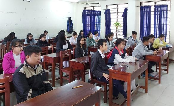 Học sinh bất ngờ với đề thi từ bỏ cũng là một lựa chọn - Ảnh 2.