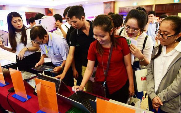 Việt Nam có trên 96 triệu người: dân số vàng, nhưng tốc độ già hóa đang tăng nhanh - Ảnh 1.