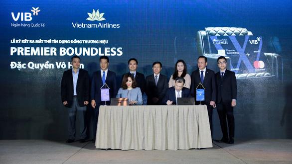 VIB và Vietnam Airlines hợp tác ra mắt dòng thẻ bay đặc quyền Premier Boundless - Ảnh 1.