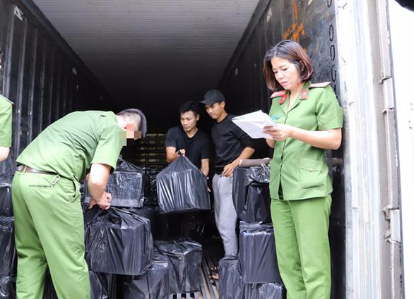 3 xe tải mới chở hết gần 4.500 chai rượu ngoại lậu - Ảnh 4.