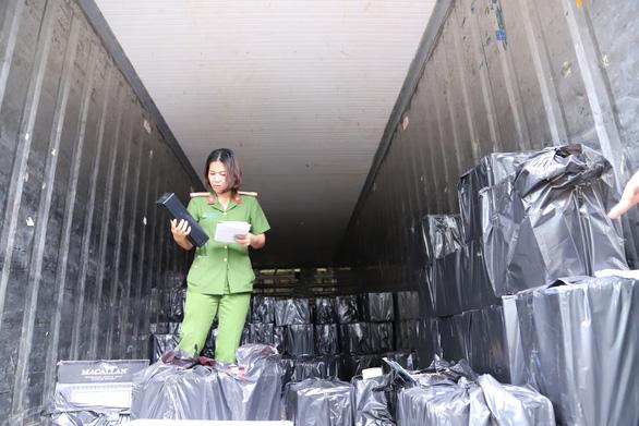 3 xe tải mới chở hết gần 4.500 chai rượu ngoại lậu - Ảnh 3.