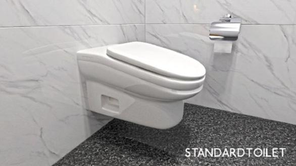 Bồn cầu nghiêng chống lướt mạng trong toilet, dân mạng nổi nóng - Ảnh 1.