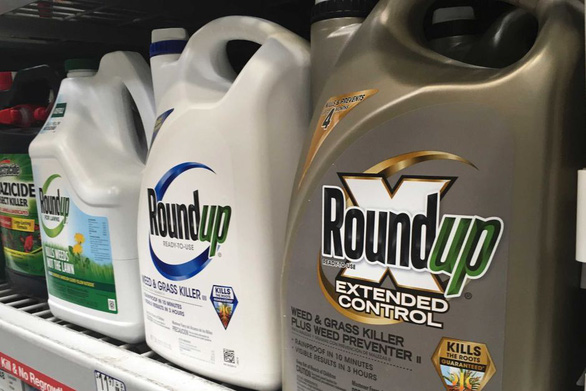 Úc xử vụ dân kiện tập thể về thuốc diệt cỏ của Monsanto gây ung thư - Ảnh 1.