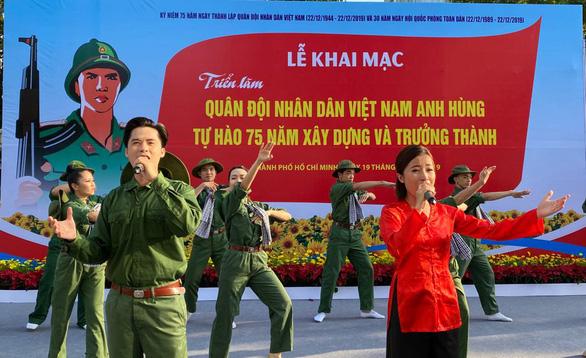 Khai mạc triển lãm ảnh về quân đội nhân dân Việt Nam anh hùng - Ảnh 1.
