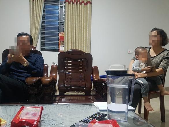Vợ chánh văn phòng tòa án huyện sốc khi biết tin chồng bị truy nã - Ảnh 2.