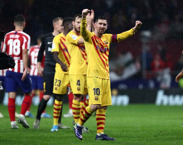 Messi ghi bàn thắng muộn giúp Barca lấy lại ngôi đầu từ Real Madrid - Ảnh 1.