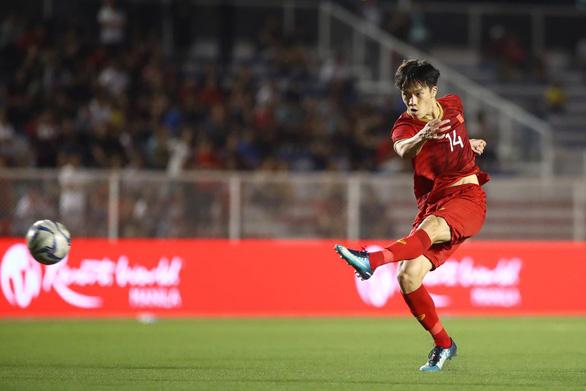 Hai siêu phẩm bàn thắng và sự lúng túng của ông Park - Ảnh 1.