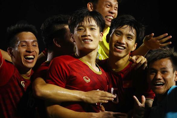 Hai siêu phẩm bàn thắng và sự lúng túng của ông Park - Ảnh 2.