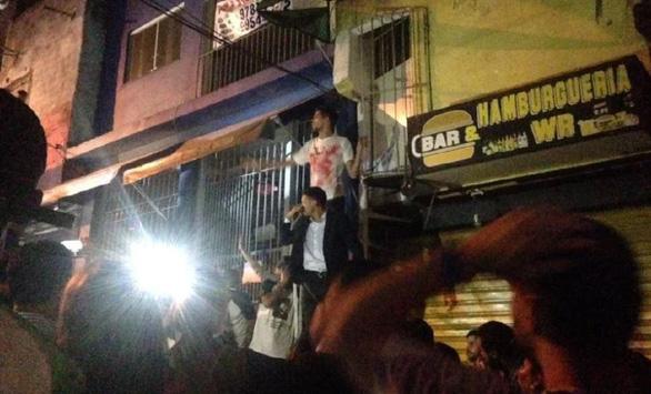 Bị cảnh sát rượt, chạy vô buổi tiệc làm 9 người chết - Ảnh 1.