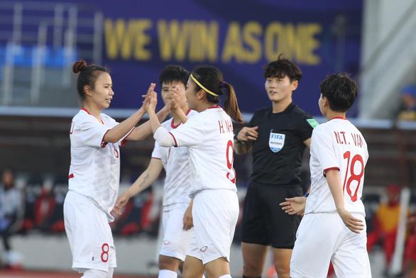 Thủ tướng: Các thành viên Chính phủ sẽ đóng góp ủng hộ đội tuyển bóng đá nữ - Ảnh 1.