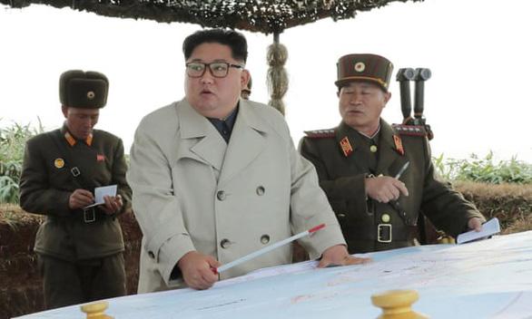 Ông Kim Jong Un gây tranh cãi khi thay đổi phong cách thời trang - Ảnh 4.