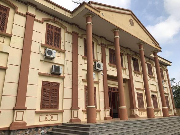Vợ chánh văn phòng tòa án huyện sốc khi biết tin chồng bị truy nã - Ảnh 1.