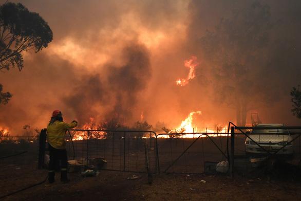 Thủ tướng Úc bị chỉ trích do đi nghỉ mát ở Hawaii giữa lúc cháy rừng lịch sử - Ảnh 1.