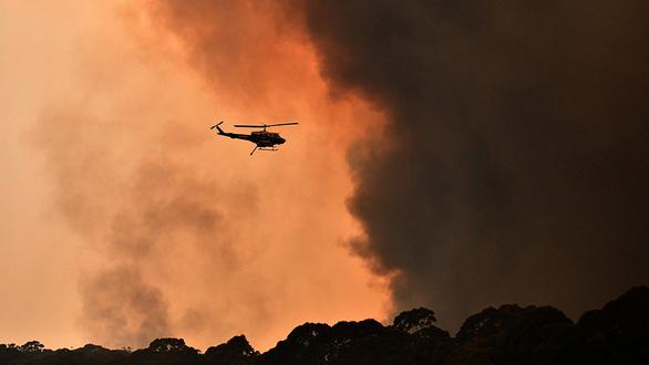 Mùa Giáng sinh ngột ngạt vì cháy rừng - Ảnh 1.