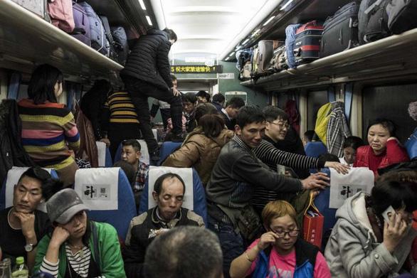 Chuẩn bị Xuân vận, Trung Quốc bán hơn 100 triệu vé tàu Tết trong 8 ngày - Ảnh 1.