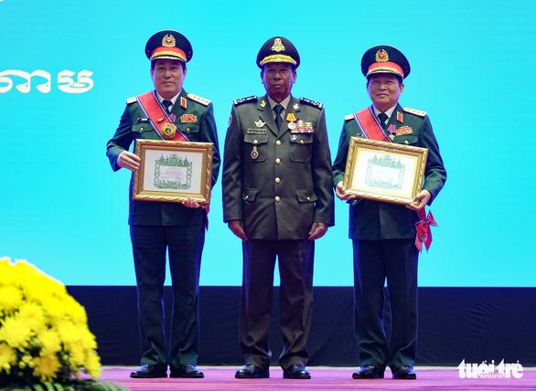 Trao huân chương của Việt Nam, Lào, Campuchia cho các cá nhân, tập thể - Ảnh 1.