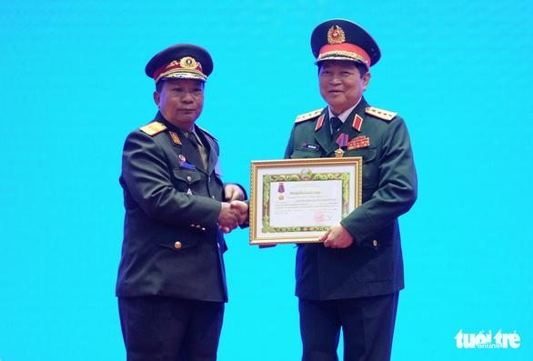 Trao huân chương của Việt Nam, Lào, Campuchia cho các cá nhân, tập thể - Ảnh 3.