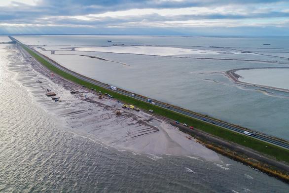 Chính phủ Hà Lan phải mua lại đất của dân làm đầm lầy thoát nước - Ảnh 1.