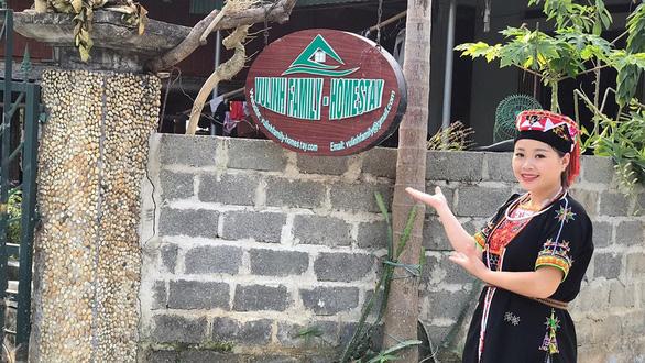 Cô gái Dao làm du lịch cộng đồng - Ảnh 1.