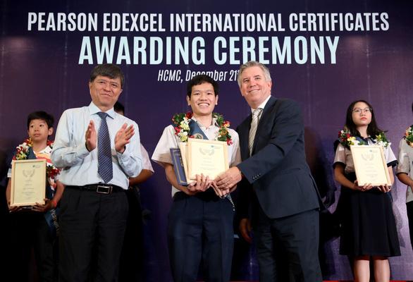 Tỉ lệ giỏi, xuất sắc của học sinh Việt Nam cao hơn trung bình thế giới - Ảnh 2.