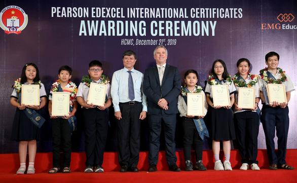 Tỉ lệ giỏi, xuất sắc của học sinh Việt Nam cao hơn trung bình thế giới - Ảnh 1.