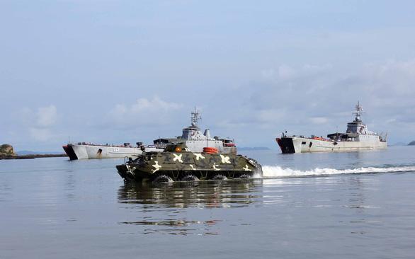 Cuộc hành quân có một không hai: Xe tăng vượt biển - Ảnh 4.