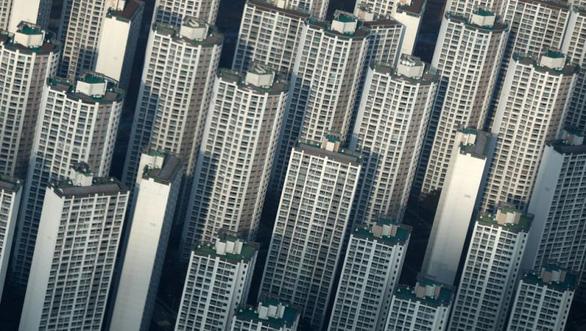 Chính phủ siết nạn đầu cơ, người Hàn vẫn mua cả chục căn nhà - Ảnh 1.