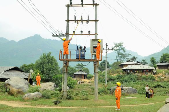 EVNNPC đảm bảo cung cấp điện dịp Noel, tết - Ảnh 1.