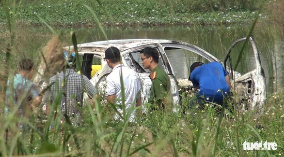 1 phụ nữ Hàn Quốc nghi bị sát hại, cướp của ở quận 7 rồi đốt xe hơi - Ảnh 1.
