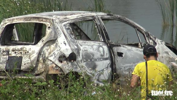 1 phụ nữ Hàn Quốc nghi bị sát hại, cướp của ở quận 7 rồi đốt xe hơi - Ảnh 3.