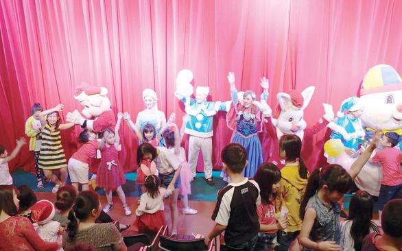 Nhà hát múa rối Nụ Cười mở rộng sô diễn cho thiếu nhi nước ngoài - Ảnh 1.