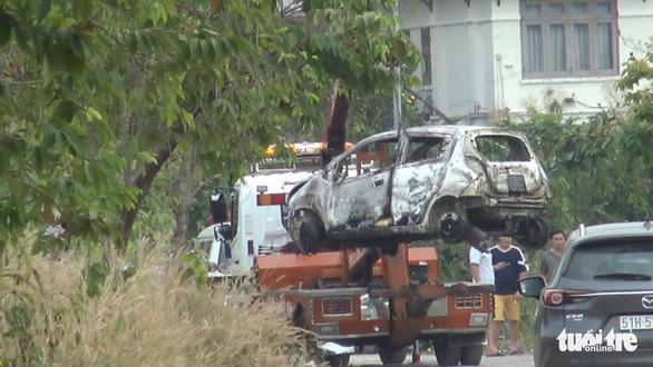 1 phụ nữ Hàn Quốc nghi bị sát hại, cướp của ở quận 7 rồi đốt xe hơi - Ảnh 6.