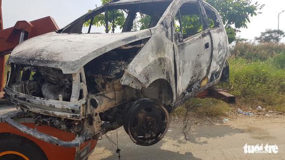 1 phụ nữ Hàn Quốc nghi bị sát hại, cướp của ở quận 7 rồi đốt xe hơi - Ảnh 7.