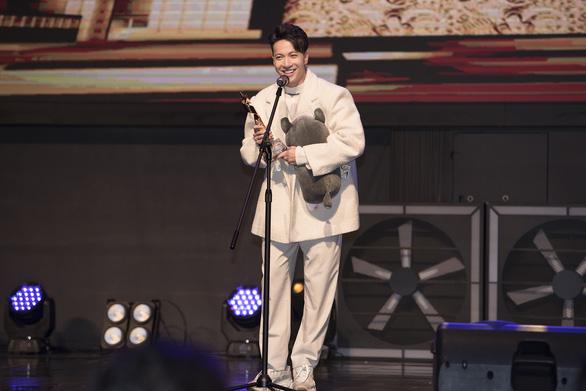 S.T Sơn Thạch bất ngờ nhận giải Ca sĩ quốc tế tại World Star Awards 2019 - Ảnh 1.