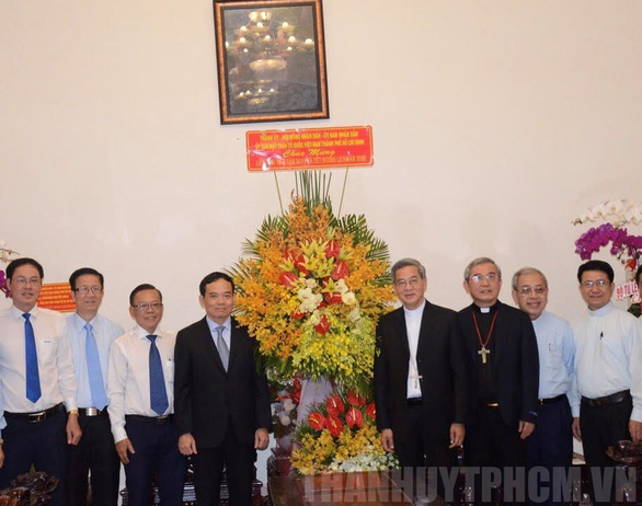 Lãnh đạo Chính phủ, TP.HCM thăm, tặng quà các vị chức sắc đạo Công giáo, Tin Lành - Ảnh 3.