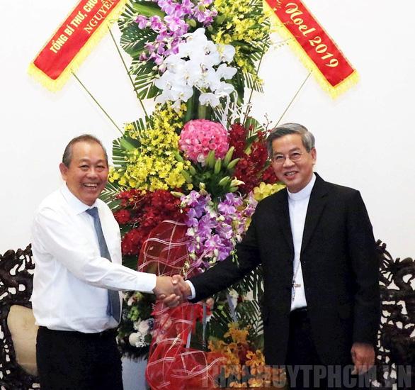 Lãnh đạo Chính phủ, TP.HCM thăm, tặng quà các vị chức sắc đạo Công giáo, Tin Lành - Ảnh 1.