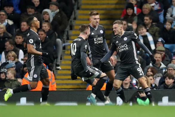 Thắng ngược hiện tượng Leicester, M.C thu hẹp khoảng cách với Liverpool - Ảnh 1.