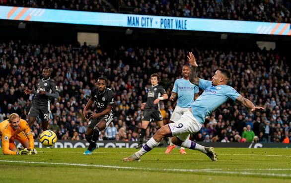 Thắng ngược hiện tượng Leicester, M.C thu hẹp khoảng cách với Liverpool - Ảnh 3.