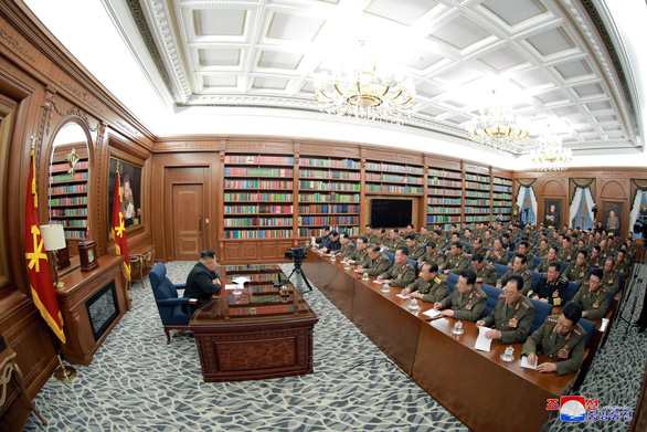 Ông Un họp kín bàn củng cố quân đội Triều Tiên - Ảnh 2.