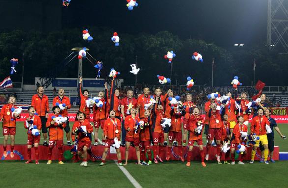 Đừng hứa nữa, hãy chuyển tiền cho đội tuyển nữ Việt Nam - Ảnh 1.