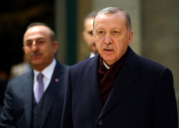 80.000 người tị nạn Syria ùn ùn đổ về, Thổ Nhĩ Kỳ khóc vì quá tải - Ảnh 1.