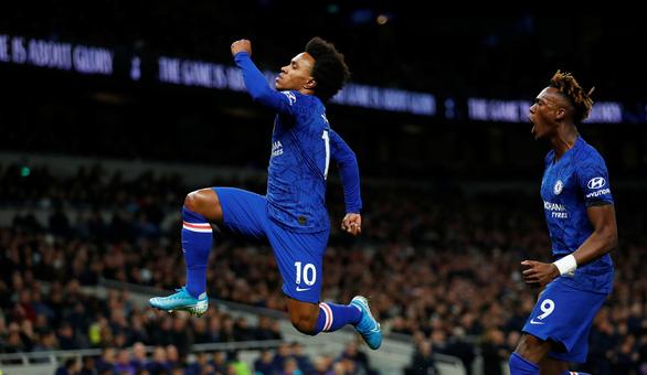 Willian tỏa sáng, Chelsea đá bại Tottenham của Mourinho trên sân khách - Ảnh 1.