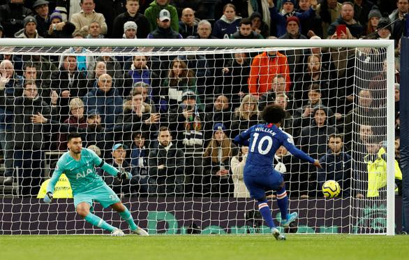 Willian tỏa sáng, Chelsea đá bại Tottenham của Mourinho trên sân khách - Ảnh 2.