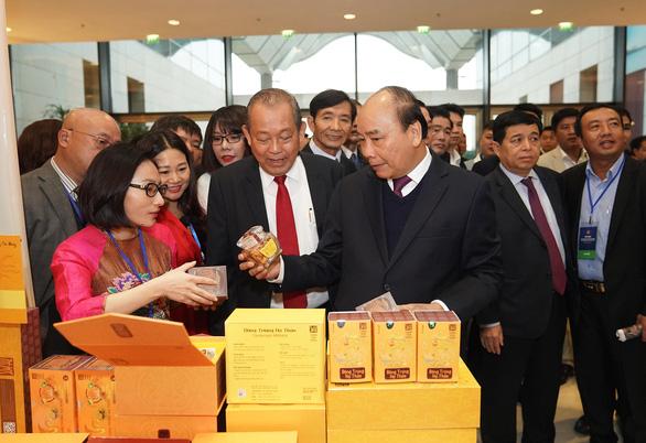 Thủ tướng Nguyễn Xuân Phúc: Tôi nhận nhiều tin nhắn nói cấp chuyên viên nhũng nhiễu lắm - Ảnh 1.