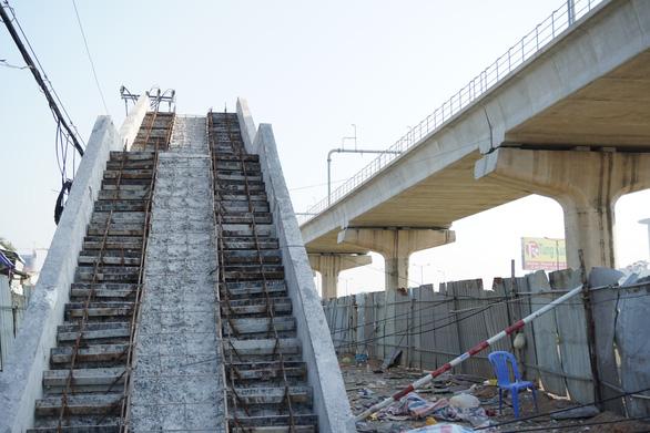 Cầu vượt đi bộ Suối Tiên thấp hơn thiết kế: Thuê tư vấn đánh giá độc lập - Ảnh 2.