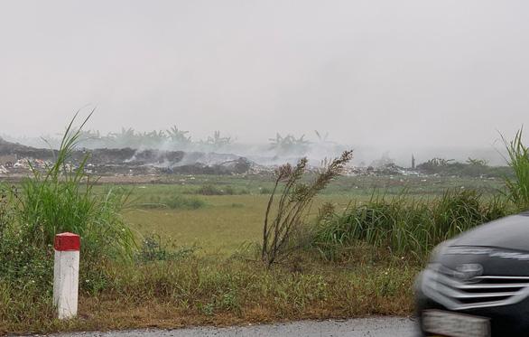 Ô nhiễm không khí khủng khiếp, khói rác vẫn mịt mù Hưng Yên - Ảnh 1.